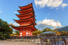 Toyokuni寺庙的五层塔在宫岛 免版税库存照片