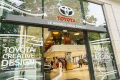 Toyota återförsäljare, Paris Fotografering för Bildbyråer