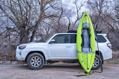Free Toyota 4runner And Whitewater Inflatable Kayak Royalty Free Stock Images - 143737599