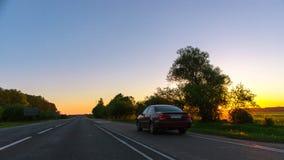 Toyota Camry auf einem ¼ ри у Ð road-/То Ð ¹ Ð ¾ Ñ 'а кÐ?Ð ¾ бР¾ Ñ ‡ иР½ Ñ ‹Ð ½ ¾ рРа Ð'Ð ¾ Ð ³ е stockfoto