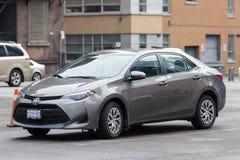Toyota Corolla op een parkeerterrein in de stad royalty-vrije stock afbeelding