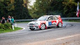 TOYOTA COROLLA WRC 1998 bieżnego samochodu stary wiec obraz royalty free