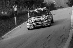 TOYOTA COROLLA WRC 1998 w starym bieżnego samochodu wiecu legenda 2017 fotografia royalty free