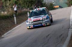 TOYOTA COROLLA WRC 1998 w starym bieżnego samochodu wiecu legenda 2017 zdjęcie royalty free