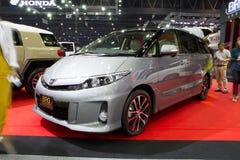 TOYOTA Estima hybrid- bil på expo för Thailand Internationalmotor Arkivfoto