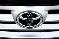Toyota jedzie loga i odznakę Zdjęcia Stock