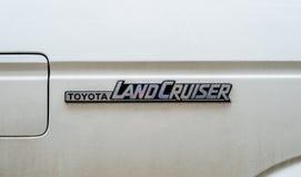 Toyota landen Kreuzerfirmenzeichenweinlese SUV Stockbild