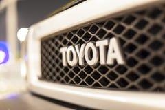 Toyota logo na samochodzie Fotografia Stock