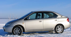 Toyota Prius V Carro híbrido no fundo da natureza Fotografia de Stock