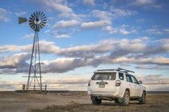 Toyota 4Runner SUV en prado del nacional del Pawnee Foto de archivo libre de regalías