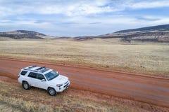 Toyota 4Runner SUV na drodze gruntowej Zdjęcie Royalty Free