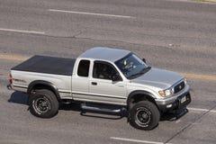 Toyota Tacoma TRD av vägen arkivbilder