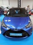 Toyota Yaris bland som visas på MOTO-SHOWEN i Cracow Polen Royaltyfria Foton