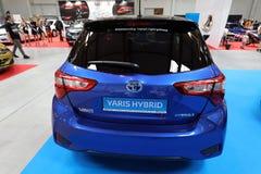 Toyota Yaris bland som visas på MOTO-SHOWEN i Cracow Polen Arkivbilder
