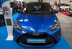 Toyota Yaris bland som visas på MOTO-SHOWEN i Cracow Polen Royaltyfri Fotografi