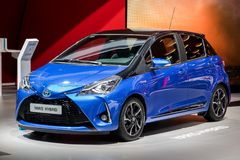 Toyota Yaris hybrid- bil Royaltyfri Fotografi