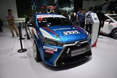 TOYOTA YARIS L tävlings- bil för WRC Arkivfoto