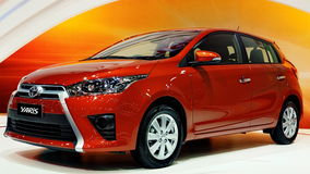 Toyota Yaris novo na 30a expo internacional 2013 do motor Imagem de Stock Royalty Free