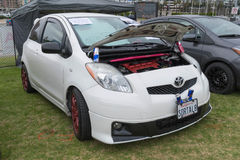 Toyota Yaris på skärm Arkivfoton
