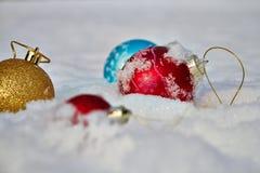 toys för spheres för bakgrundsjul exponeringsglas vita isolerade Arkivfoton