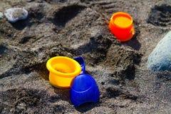 Toys i sanden royaltyfria bilder
