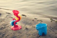 Toys på stranden Arkivfoto