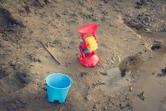 Toys på stranden Royaltyfri Foto