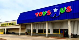 Toys R Us Going out of Business. Joliet, Illinois, USA - April 8, 2018: Closing Toys R Us location next to the Louis Joliet Mall in the Chicago suburbs Stock Images