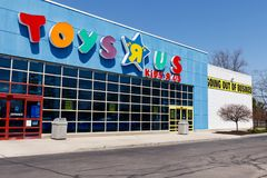 Muncie - Circa April 2018: Toys `R` Us Retail Strip Mall Location. Toys `R` Us is going out of business after filing bankruptcy II. Toys `R` Us Retail Strip Mall Royalty Free Stock Image