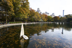 Toyships i Central Park Royaltyfria Bilder