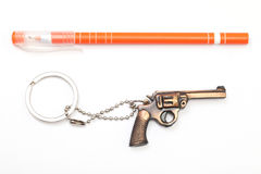 Toytryckspruta med den key kedjan och pennan Royaltyfri Foto