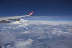 TÓQUIO JAPÃO 29 DE MAIO DE 2016: Vista do voo do plano de AirAsia no céu a Fotos de Stock Royalty Free