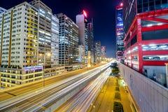 Tráfego da noite com o obturador longo em Sheung Wan Car Park Fotografia de Stock Royalty Free