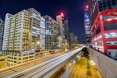 Tráfego da noite com o obturador longo em Sheung Wan Car Park Imagens de Stock