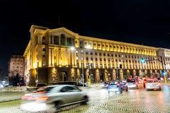 Tráfego da noite em Sófia, Bulgária Fotografia de Stock