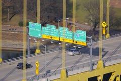 Tráfego da ponte imagens de stock