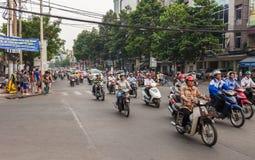 Tráfego da rua da cidade de Ho Chi Minh em Vietname fotos de stock