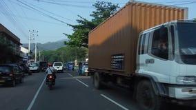 Tráfego da rua em uma das cidades de Sri Lanka filme