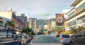 Tráfego da rua principal em Caracas fotos de stock royalty free