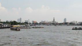Tráfego da via navegável em Chao Phraya River vídeos de arquivo