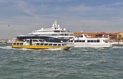 Tráfego de água na lagoa de Veneza, Itália Fotos de Stock