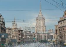 Tráfego de automóvel em Moscou fotografia de stock royalty free