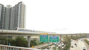 Tráfego de Banguecoque no trem da estrada e de céu (trilho elevado) filme