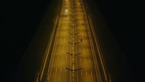 Tráfego de carro da vista aérea no túnel da estrada com iluminação da noite na cidade moderna vídeos de arquivo