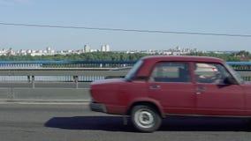Tráfego de carros na ponte vídeos de arquivo
