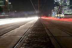 Tráfego de cidade da noite Fotografia de Stock