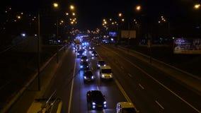 Tráfego de cidade das horas de ponta da noite, cena do lapso de tempo da avenida, Kyiv, arquitetura da cidade de Ucrânia filme