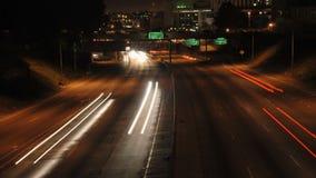 Tráfego de cidade do LA na noite - Timelapse filme