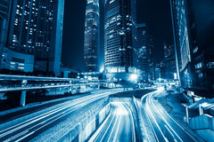Tráfego de cidade futurista da noite Hon Kong imagem de stock