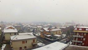Tráfego de cidade no tempo da neve video estoque